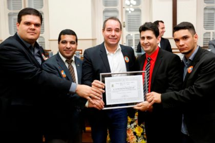 LUIS TIBÉ É HOMENAGEADO PELA CÂMARA MUNICIPAL DE TEÓFILO OTONI