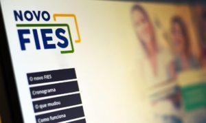 Luis Tibé vota favorável pela suspensão de pagamentos de estudantes beneficiários do FIES